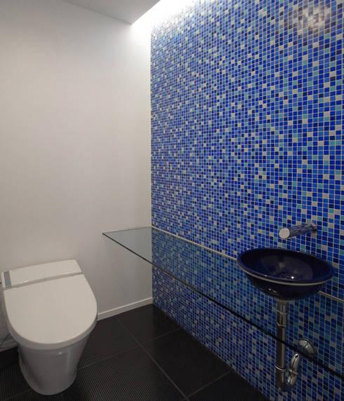 Cafeテラスとテントフレーム: ユミラ建築設計室が手掛けた洗面所/お風呂/トイレです。