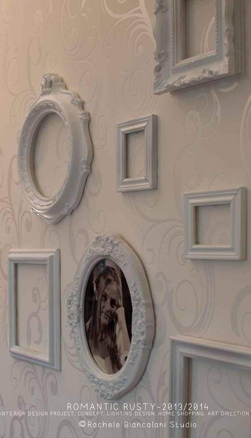 Romantic Rusty: Soggiorno in stile in stile Industriale di Rachele Biancalani Studio