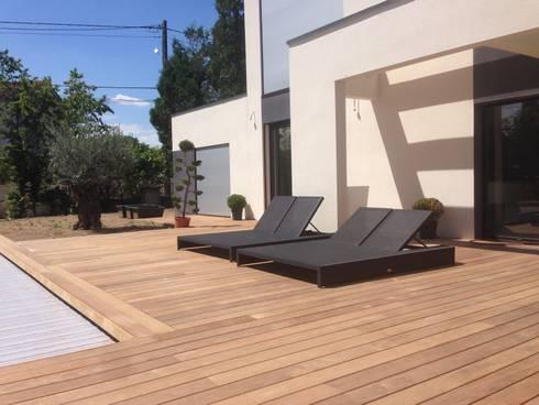 Belle terrasse et plage de piscine en bois exotique ip for Belle terrasse en bois