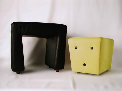 Pouf <q>OOO</q>: Soggiorno in stile in stile Moderno di P. Pennestrì vestire gli interni