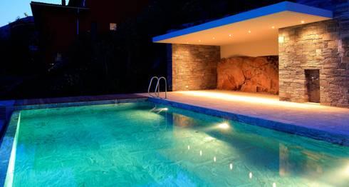 Villa Ronco sopra Ascona: Terrazza in stile  di Aldo Rampazzi Studio di Architettura