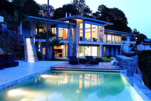 Facciata: Terrazza in stile  di Aldo Rampazzi Studio di Architettura
