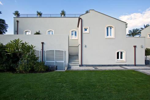 Agriturismo:  in stile  di Scannella Architects