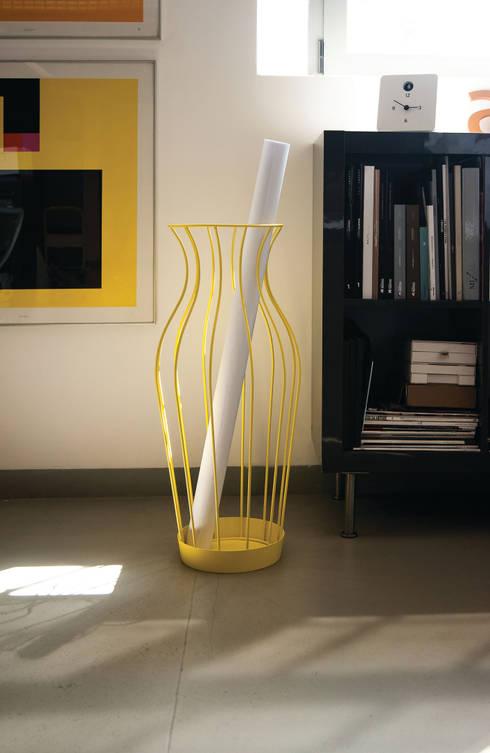 Hydria: Ingresso, Corridoio & Scale in stile in stile Moderno di PROGETTI