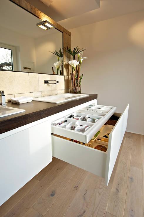 Bathroom by Helm Design by Helm Einrichtung GmbH