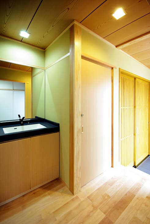 classic Bathroom by アトリエ イデ 一級建築士事務所