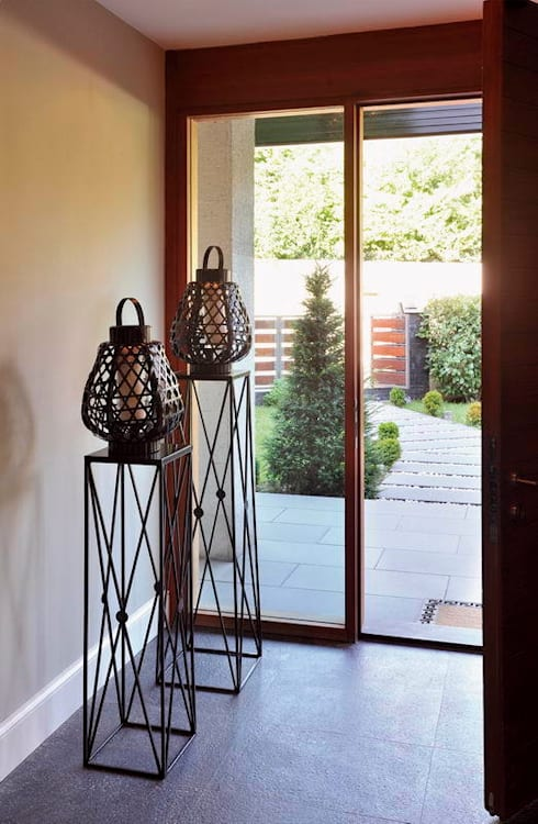 EB HOUSE SAKLIKORU: eclectic Corridor, hallway & stairs by Esra Kazmirci Mimarlik