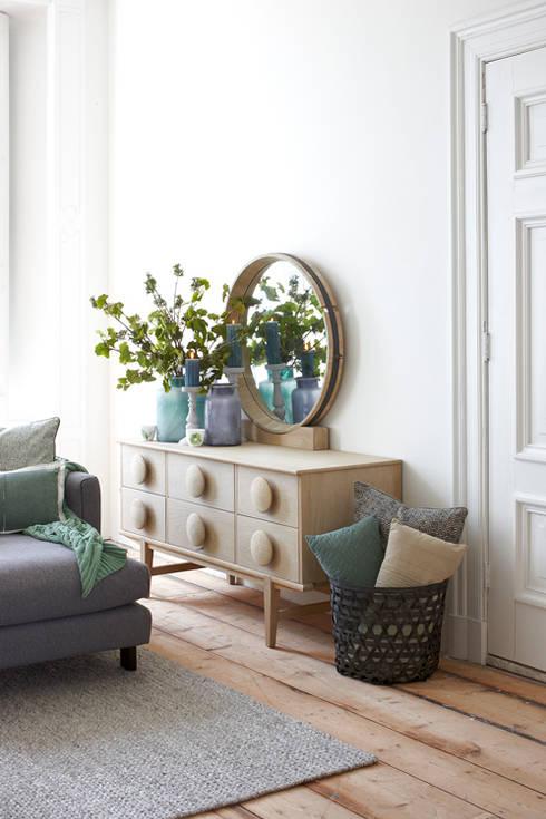 Soggiorno in stile in stile Moderno di Braxton Home Collection