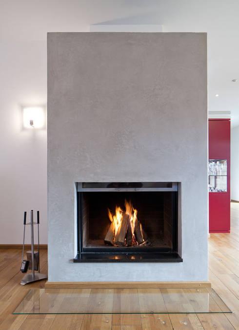 Kamingestaltung mit Kalkputz: moderne Wohnzimmer von Einwandfrei - innovative Malerarbeiten oHG