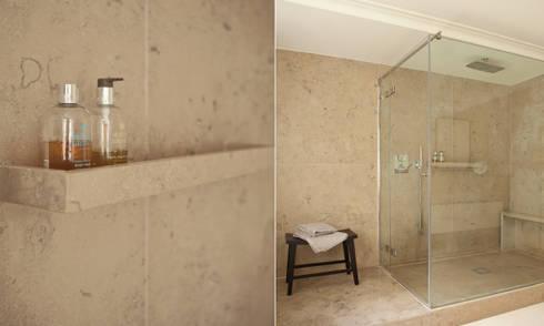 Minimal Bathroom: minimalistic Bathroom by Rosangela Photography
