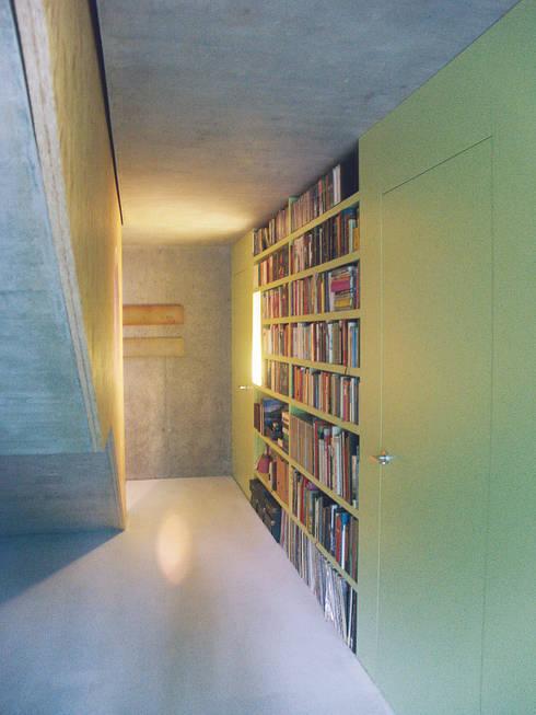 Bibliothek Schlafgeschoss:  Flur & Diele von Himmelhoch GmbH