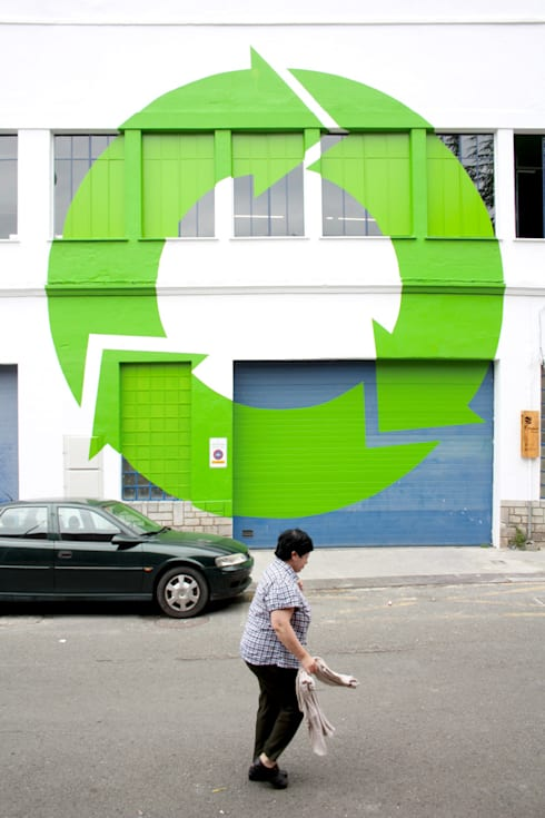 EKOCENTER [I am recycled]: Oficinas y Tiendas de estilo  de PKMN architectures