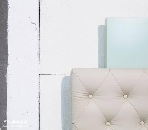 #waitingfor: Ingresso, Corridoio & Scale in stile in stile Eclettico di MaurizioTot