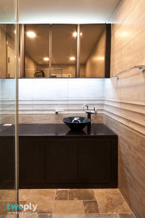 가족을 위한 단독주택: 디자인투플라이의  욕실