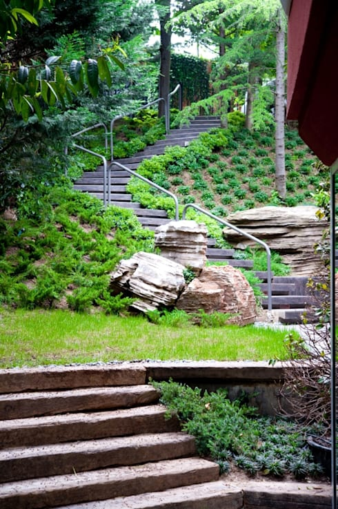 Garden Design:   by Lotus Peyzaj