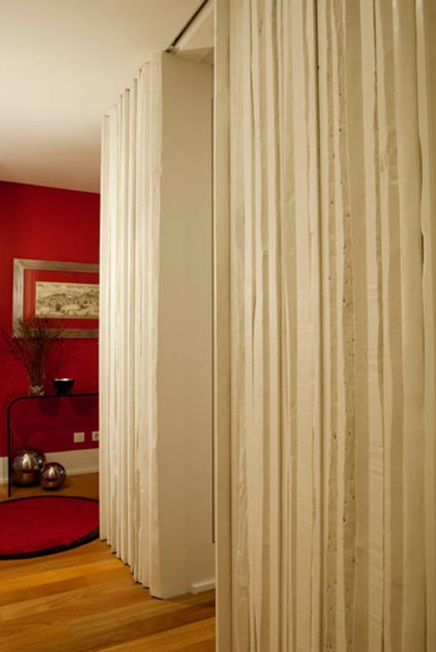 Hall e corredor : Corredores e halls de entrada  por adoroaminhacasa