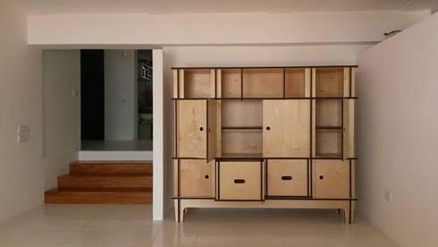 credenza ad incastro smontabile: Casa in stile  di MARIO PAGLIARO DESIGN