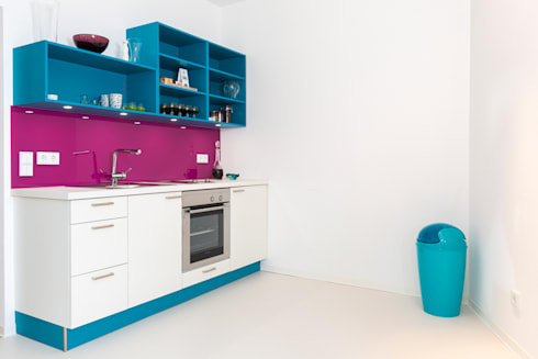 Bunt, modern, mutig, lebensfroh!: moderne Küche von Wohnwert Innenarchitektur