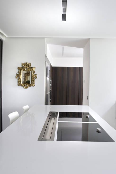 RESTAURO VILLA SAMPO': Case in stile in stile Moderno di MONTRESOR & ARDUINI