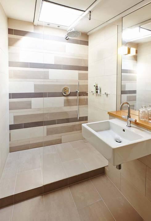 modern Houses by Residence Interior Design Ltd