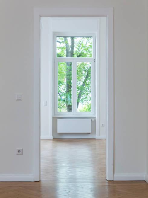 Licht und Raum: moderne Arbeitszimmer von Wohnwert Innenarchitektur