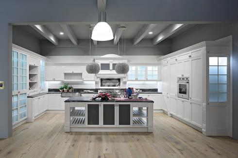 DALLAS: LUSSO, STILE, MATERIALI PREGIATI E FUNZIONALITA'… IN UNA SOLA CUCINA: Cucina in stile in stile Classico di ARREX LE CUCINE