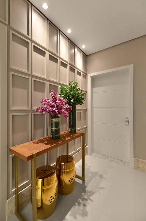 Hall S|R: Salas de estar clássicas por Redecker + Sperb arquitetura e decoração