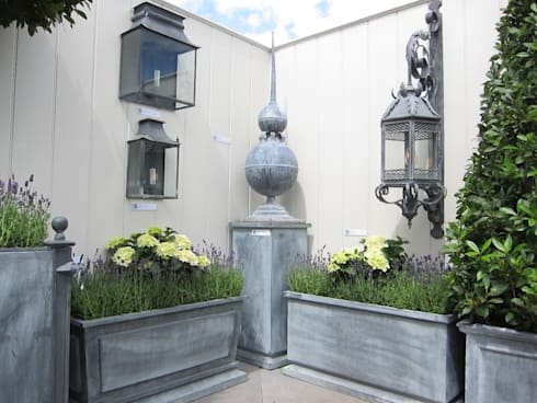 Coach Lamps, Obelisks and Troughs:  Garden  by A Place In The Garden Ltd.
