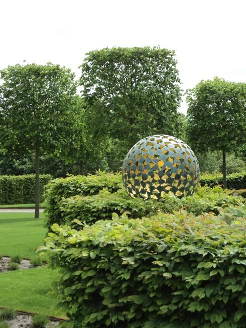 Manor House, Suffolk, UK:   by Deakinlock Garden Design