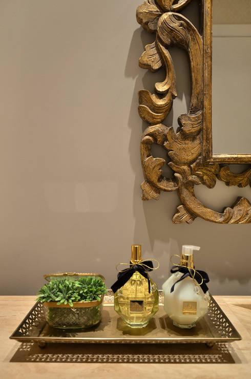 Hall S R: Banheiros clássicos por Redecker + Sperb arquitetura e decoração
