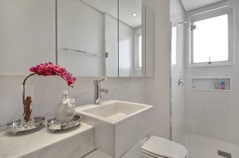 Banheiro jovem  S R: Banheiros clássicos por Redecker + Sperb arquitetura e decoração