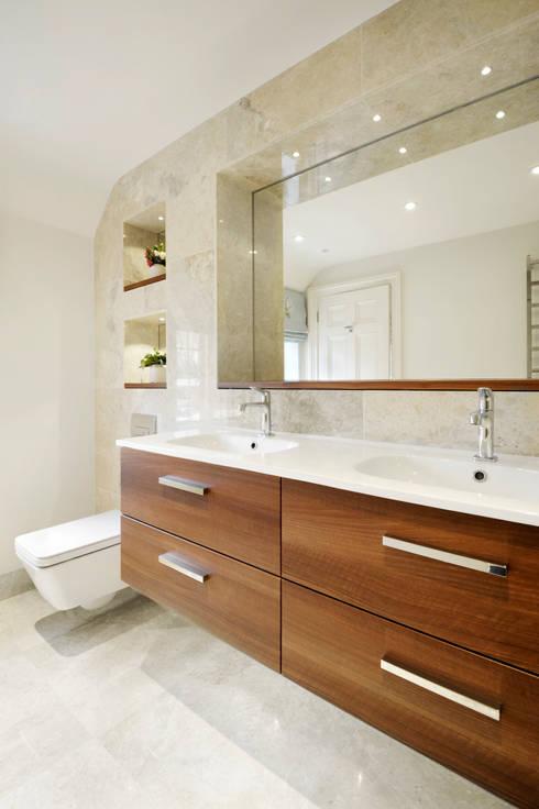 Simply Modern: modern Bathroom by Ripples