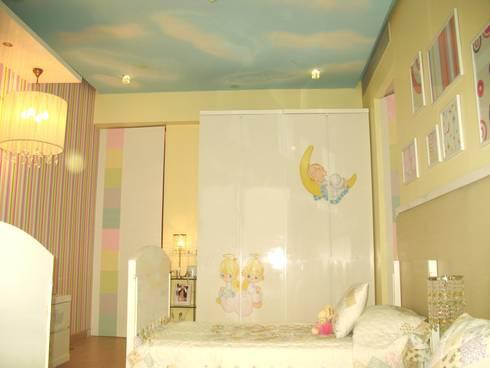 A SERENE NURSERY FOR TWO:  Nursery/kid's room by Hopskoch