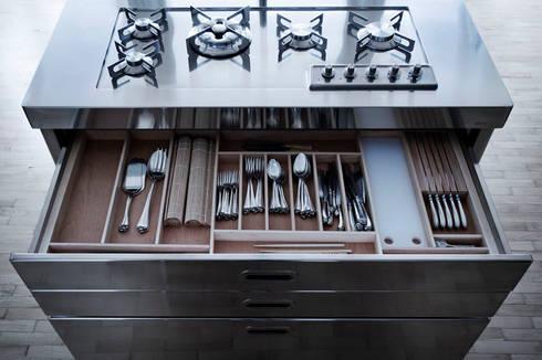 ALPES – LIBERI IN CUCINA: Cucina in stile in stile Moderno di ALPES INOX