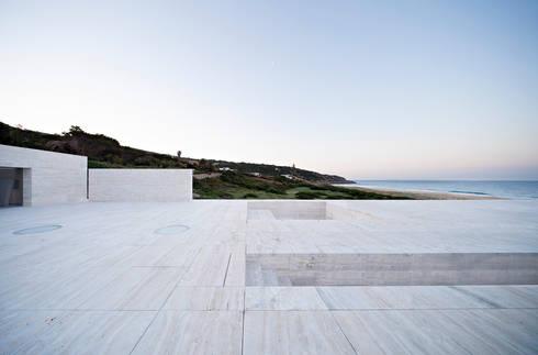 House of the Infinite: Terrazas de estilo  de Alberto Campo Baeza