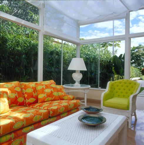 Casa Iporanga: Terraços  por Studio Oscar Mikail