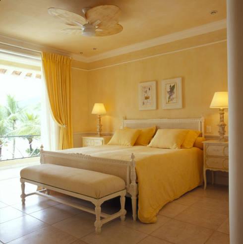 Dormitorios de estilo  por Studio Oscar Mikail