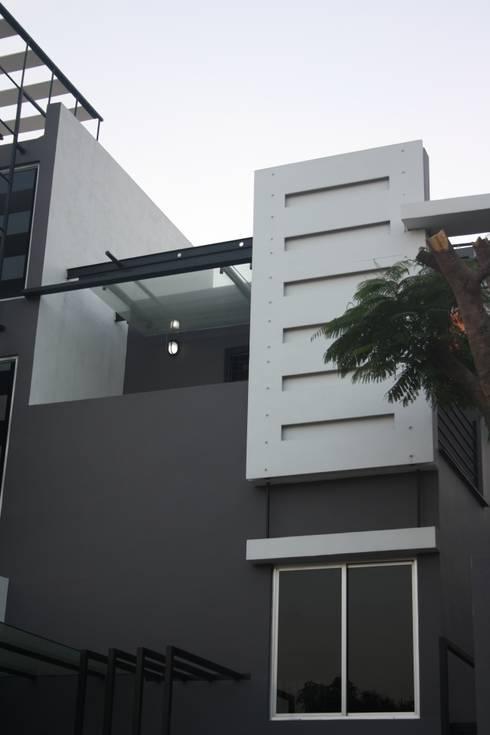 Shane Solomon Residence:  Houses by Ashwin Architects