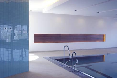 Pool: moderner Fitnessraum von SEHW Architektur GmbH