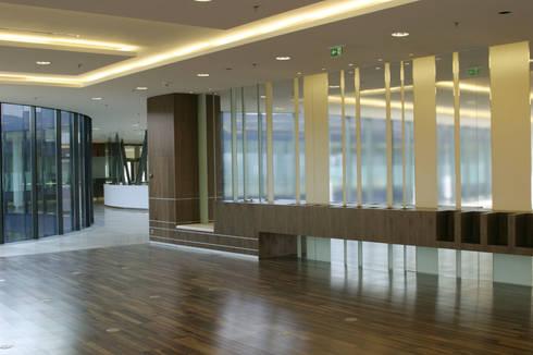 Holmes Place, Linz: moderner Fitnessraum von SEHW Architektur GmbH