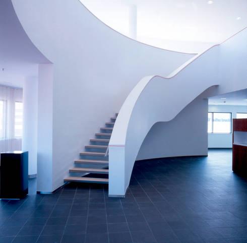Treppenraum: moderner Fitnessraum von SEHW Architektur GmbH
