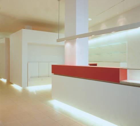 Foyer: moderner Fitnessraum von SEHW Architektur GmbH