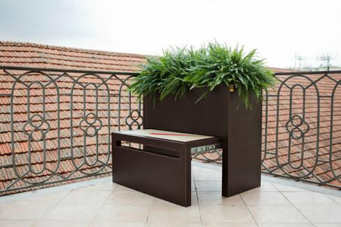 VaSit: Giardino in stile  di Conforti Tina Designer