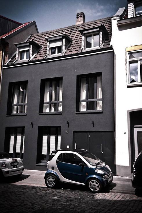 H93:  Häuser von SzturArchitekten GmbH