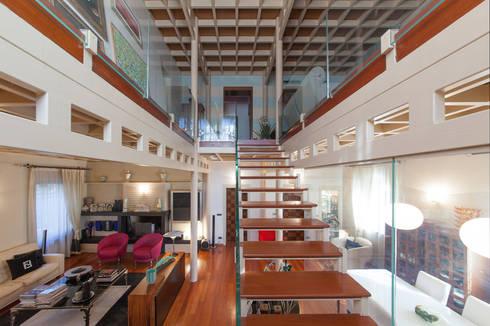 UNA VISSUTA RICERCATEZZA : Casa in stile  di StudioG