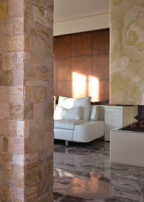 Salas de estar modernas por Andrea Girotto Architetto