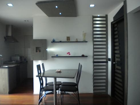 Dining Space:  Houses by Ashwin Architects