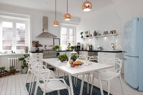 Alvhem Mäkleri & Interiör - kitchen: scandinavian Living room by Magdalena Kosidlo