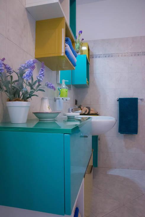 Cubic bathroom:  in stile  di Arreda Progetta di Alice Bambini