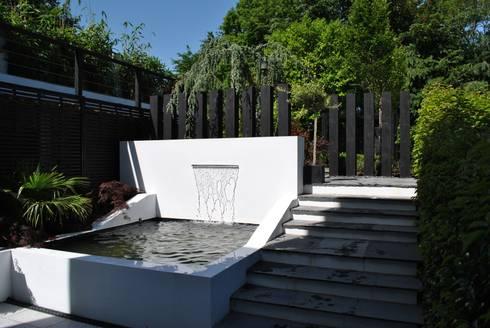 """Modern Living"" in the city : modern Garden by Kevin Cooper Garden Design"
